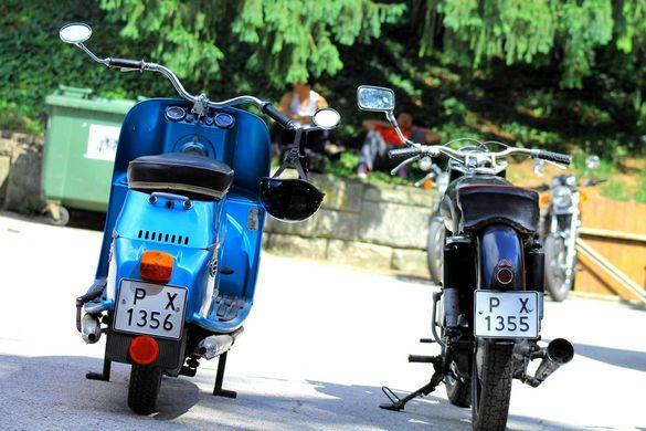 Ретро мотоциклет ЧЗ Ява ЧЕЗЕТА 175