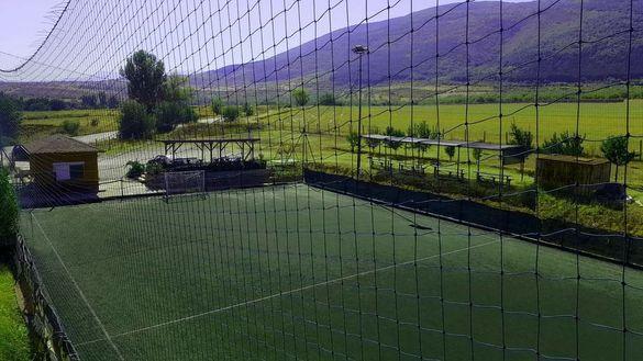 Имот,включващ игрище за мини футбол