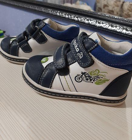 Ботинки новые. Детская обувь