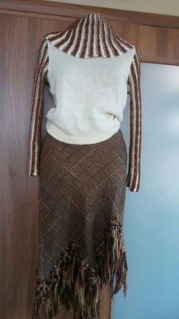 Вълнени блуза и пола.