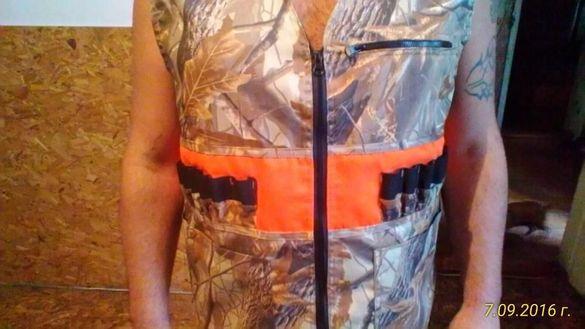 елек-елеци-жилетки за лов.Оранжевия е мембрана