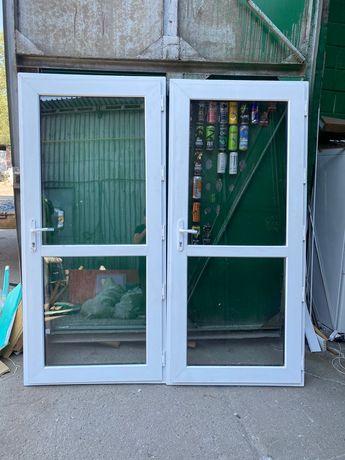 Металлопластиковые окна и двери 2 шт есть в наличии