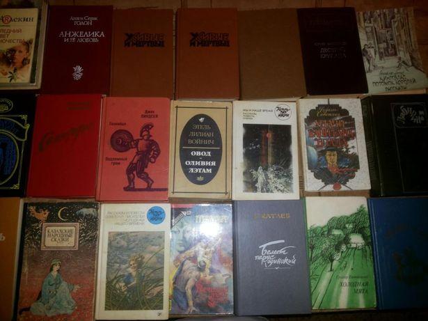 Книги разных жанров в наличии