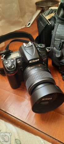 Vând aparat foto Nikon D7000