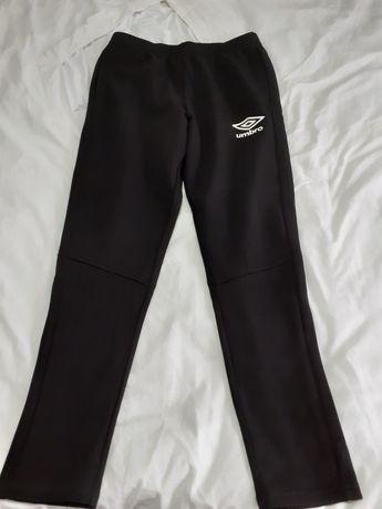 Pantalonii trening Umbro mărimea  L noii cu etichetă