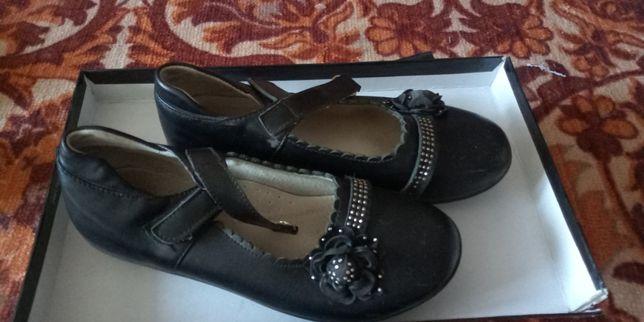 Продаю обувь детскую