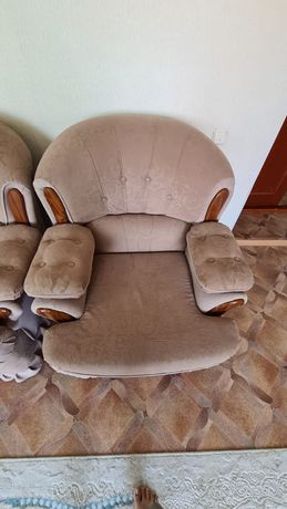 Срочно Продам диван с креслами