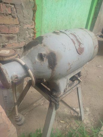 Продам электро мотор двигатель, от мясорубки, три фазы