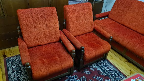Гарнитура от 2 фотьойла и разтегателен диван