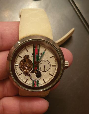 часовник Gucci