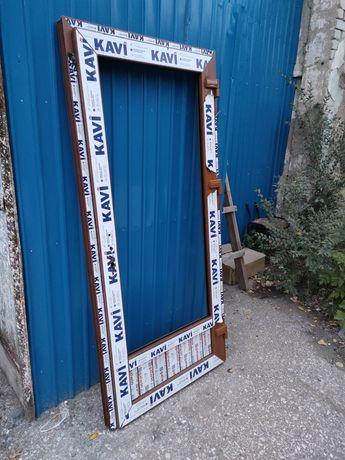 Продам двери пластиковые