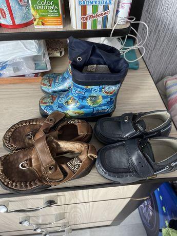 Отдам сапожки и ботинки