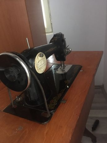 Masina de cusut veche in stare buna de functionare