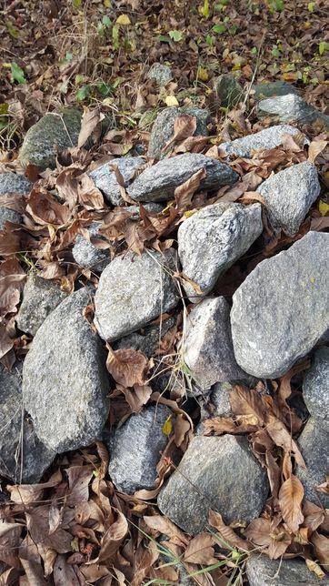 Vand piatra de munte 25 to si piatra ornamentala aprox 2 to