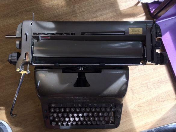 ADLER -Антикварна немска пиш.машина от 50'те год