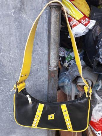 Дамска чанта. Много запазена почти нова.