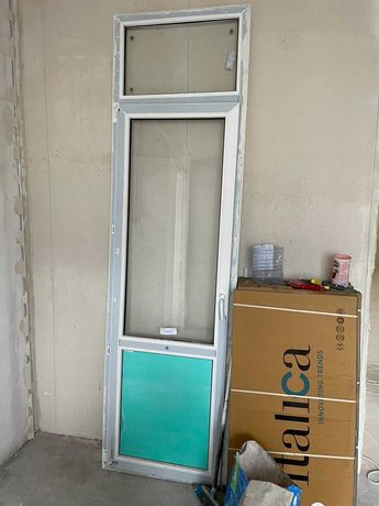 Новая пластиковая дверь с окном - 50 000 тенге