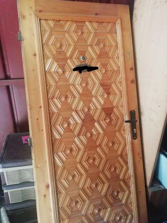 Врата от масивно дърво мно запазена