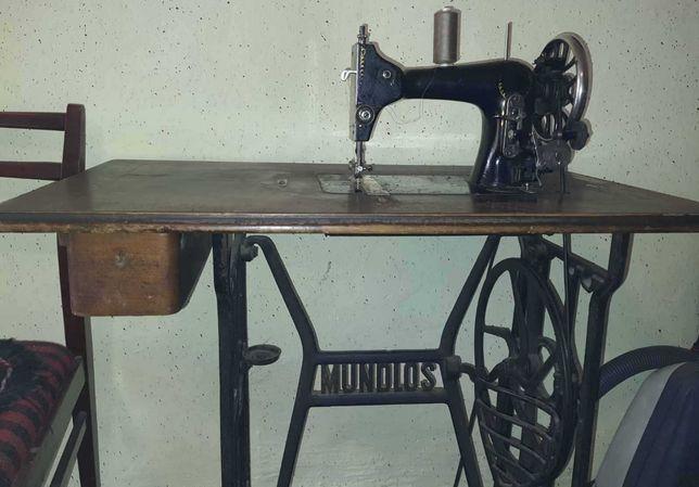 Masina de cusut Mundlos Victoria in stare buna / Antichitate, 100 ani