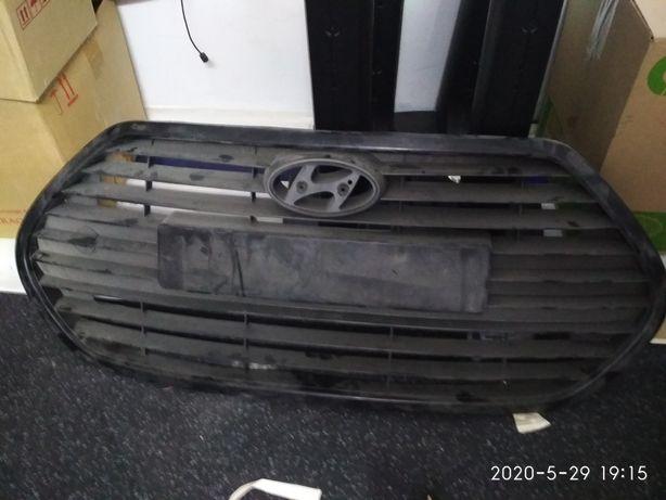 Продам решетку радиатора hyundai veloster turbo