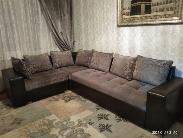Угловой диван , раскладной.