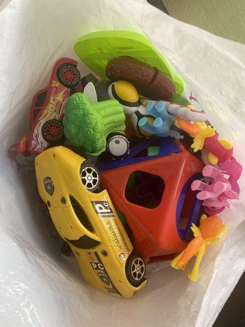 Отдам пакет игрушек