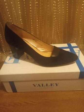 Замшевые туфли 37 размер новые
