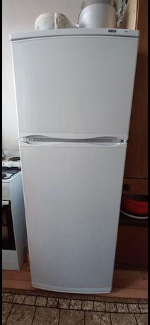 Продам холодильник Атлант в отличном состоянии