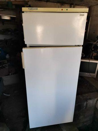 Продам рабочий б/у холодильник.