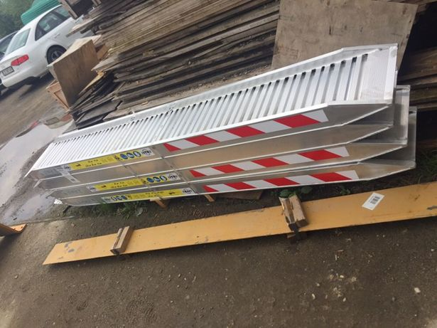Rampe aluminiu incarcare utilaje. Rampe aluminiu