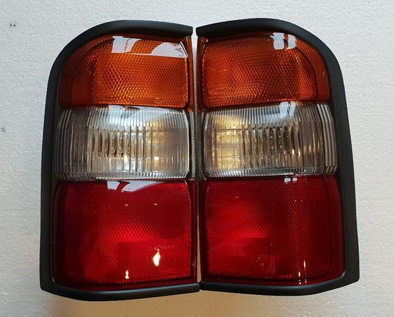 Lampa spate stop semnalizare NISSAN PATROL Y61 (1998-2004)