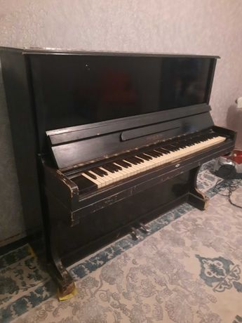 Пианино Украйна б/у