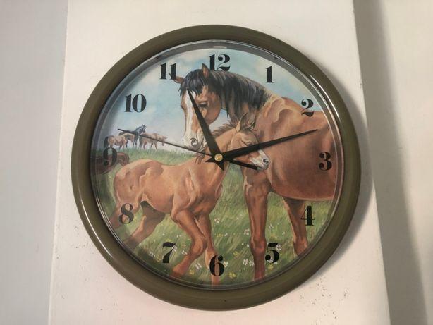 Ceas cuart german,la ora fixa se aude un nechezat de cal