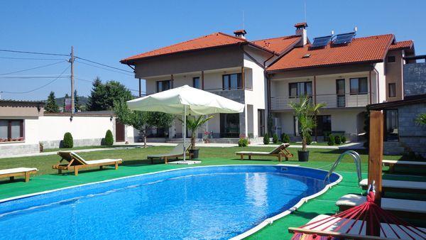ПРОМО Спокойствие и уют в нови и модерни къщи сред много зеленина гр. Самоков - image 1