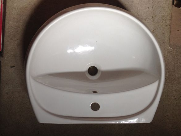 Продавам порцеланова мивка, бяла.Цена 40лв.