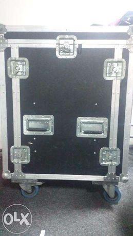 Vand CASE complet dotat cu Mixer data-video SE500