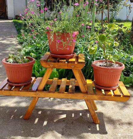 Дървен малък цветарник