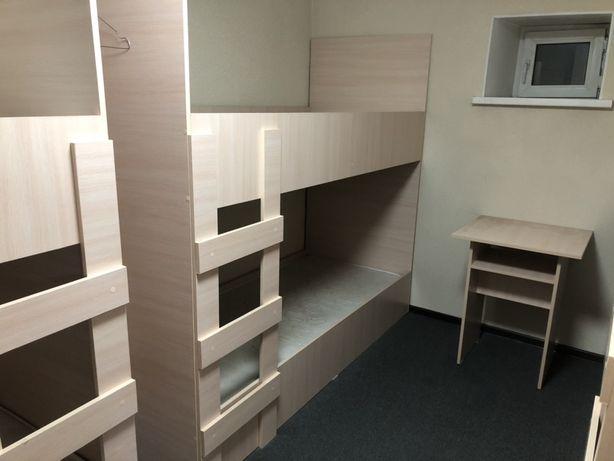 Двухярусные кровати и шкафчики
