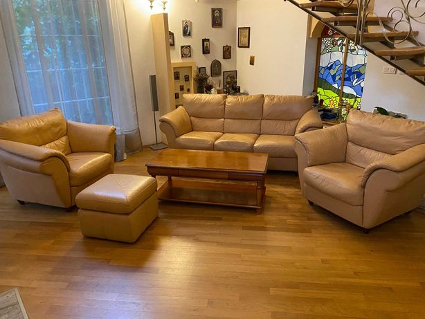 Set sufragerie living canapea piele bej fotolii otoman taburet