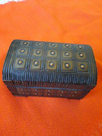Cutie bijuterii cu inserții de cupru