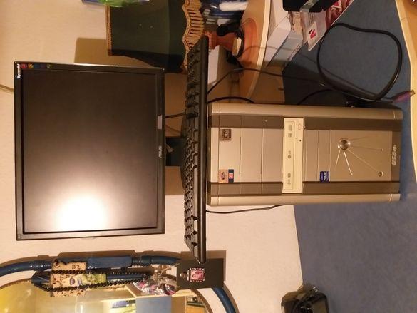 Компютър с монитор,клавиатура и мишка