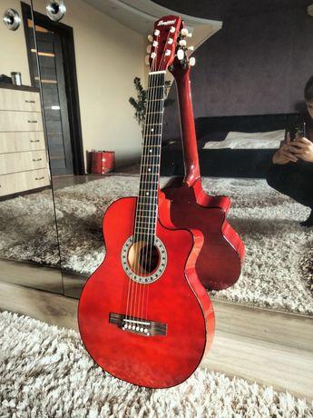 Акустическая гитара, для начинающего музыканта.