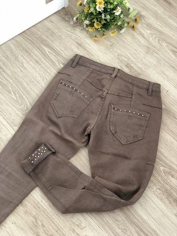 Дамски бежов панталон с камъчета - XS