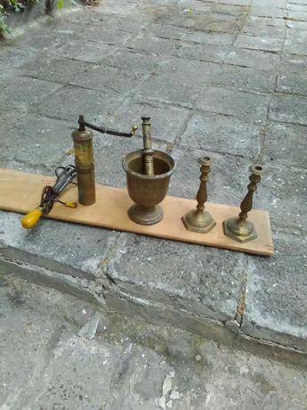 Лот от старинни предмети,свещници, гаванче