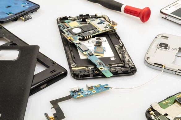 GSM Сервиз Смяна на Стъкло Дисплей Батерия Букси Разкодиране Микрофон