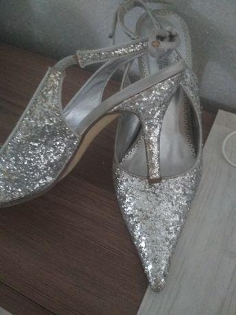 Босоножки на каблуке, серебряные