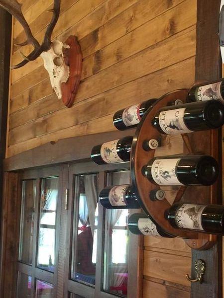 Стойка за вино тип колело от каруца за 8 винени бутилки!! гр. Търговище - image 1