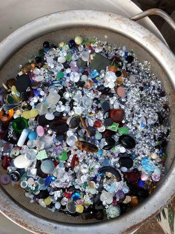 Бижутерски камъни