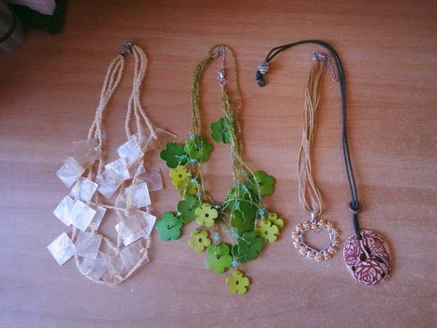 Vând diverse coliere