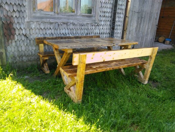 Set gradina masa + 2 bănci lemn vechi restaurat